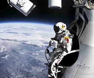 Felix Baumgartner about to jump