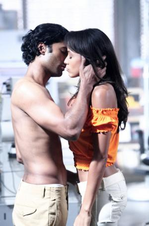 Mohinder and Maya share the sexiest scene in Heroes history